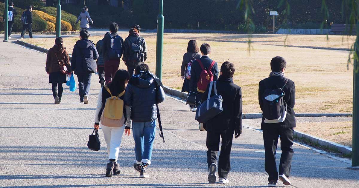 家族が試験会場に来る学生は落ちる!? 受かる学生の「親」の特徴とは?
