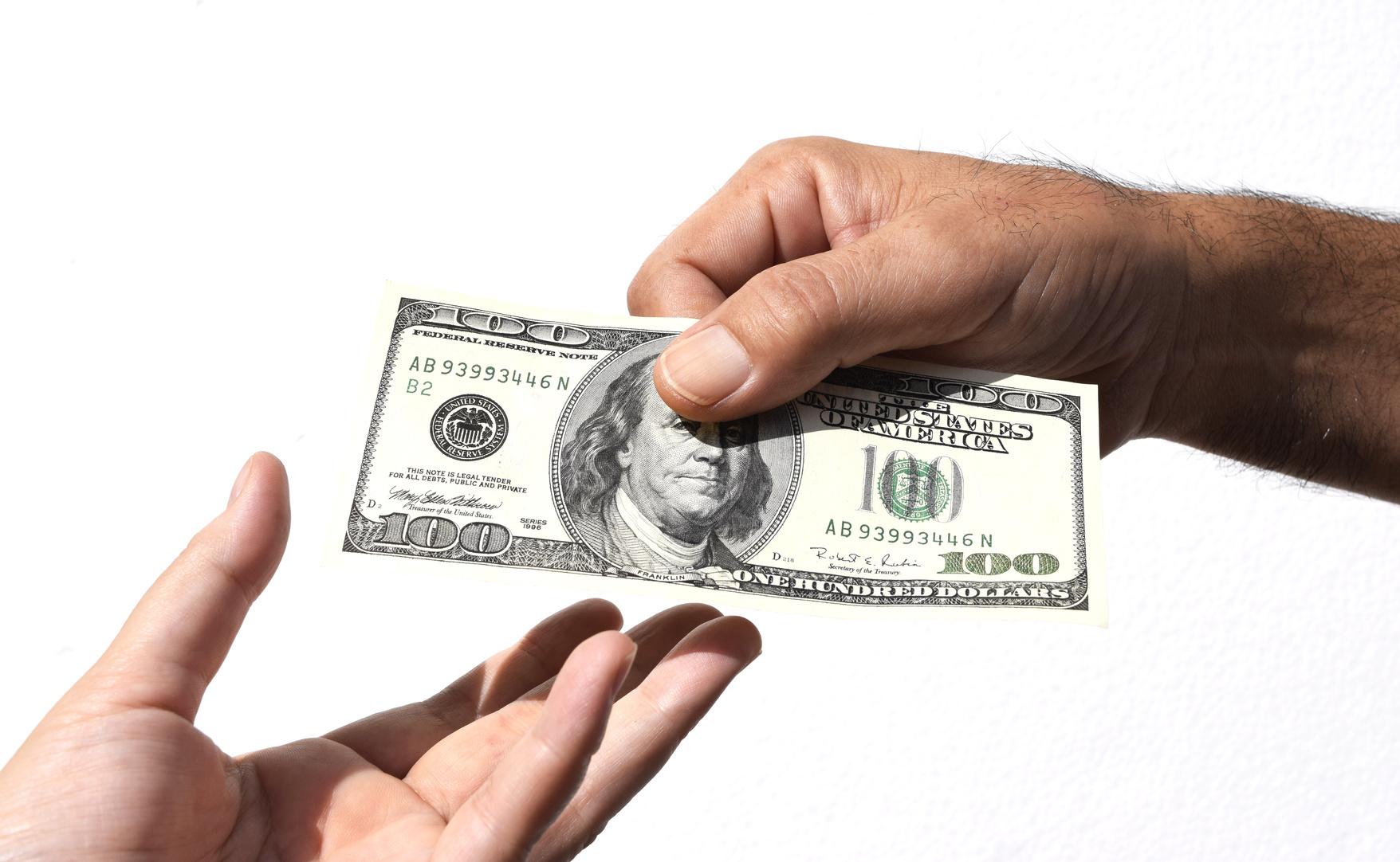 富裕層は「これ」を利用し、贈与税から逃れている!