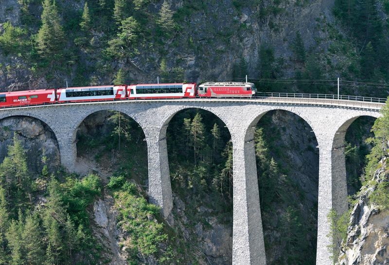鉄道で700kmを巡るグランドトレインツアー<br />【スイス編 vol.05】8時間の氷河急行の旅