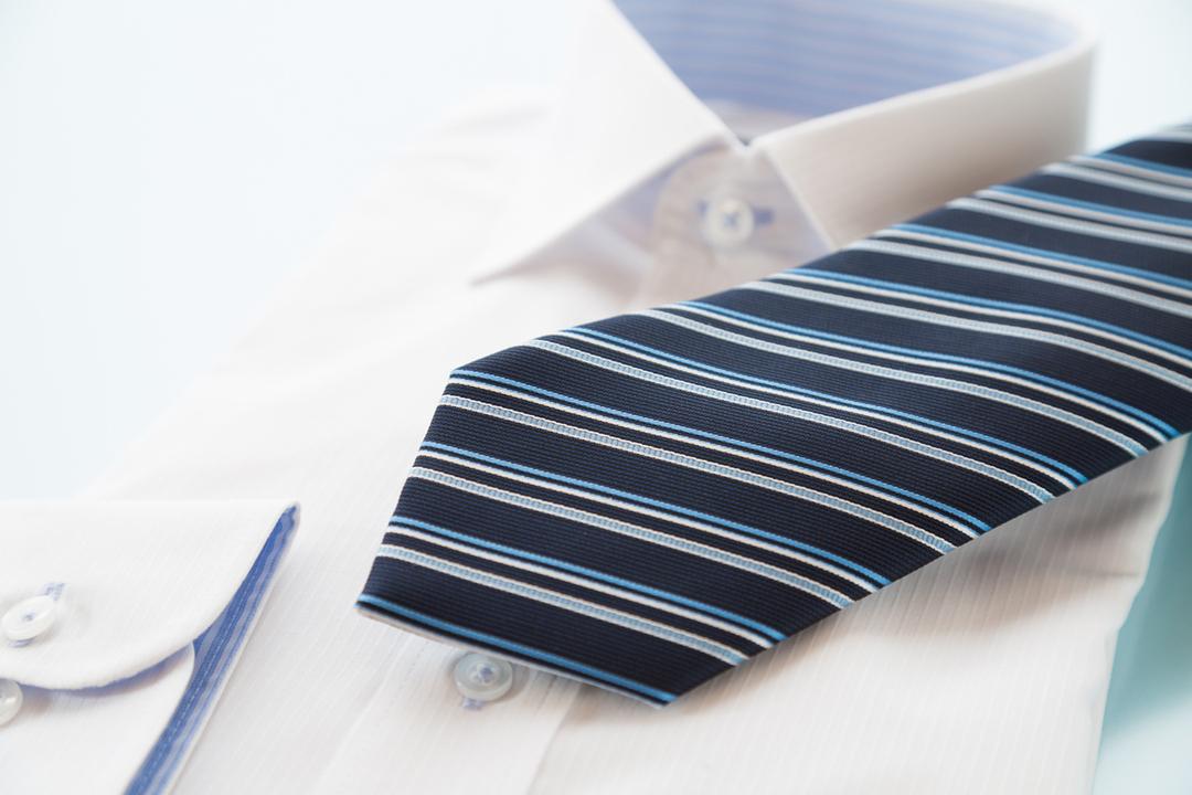 ストライプ柄のネクタイを欧州出張で着けてはいけない理由