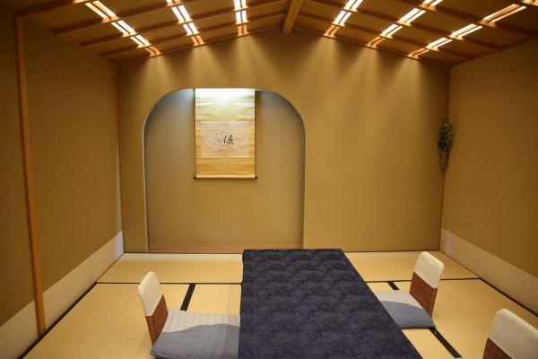 「魚三楼」の個室「芙蓉」