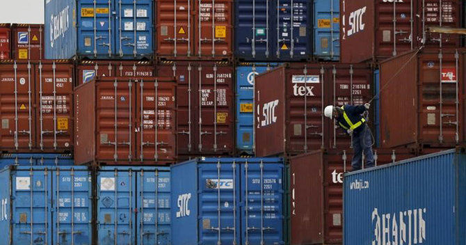 日銀、生産・輸出など下方修正検討