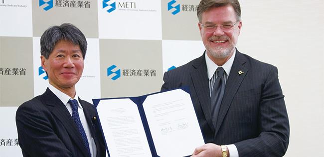 経済産業副大臣とグレッグ ハイスロップ・米ボーイングチーフ・テクノロジー・オフィサー