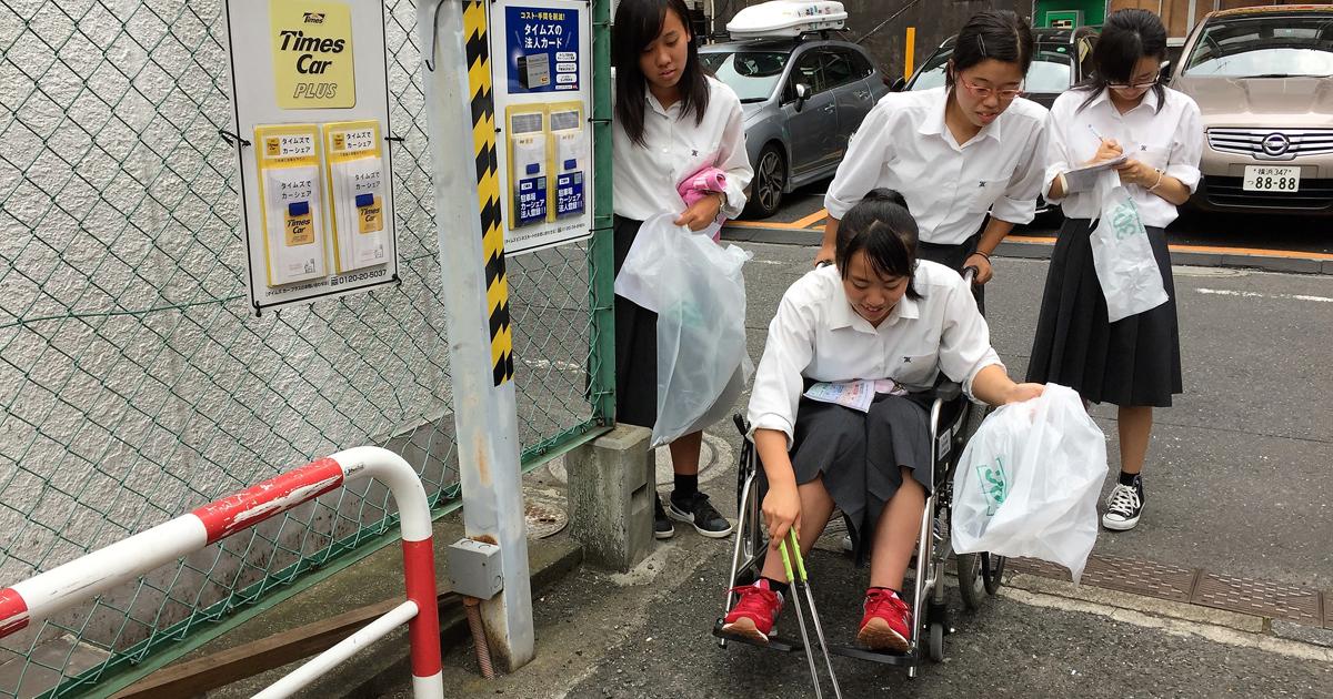 車いすで街のゴミを拾う競技に健常者が参加して得る「気づき」