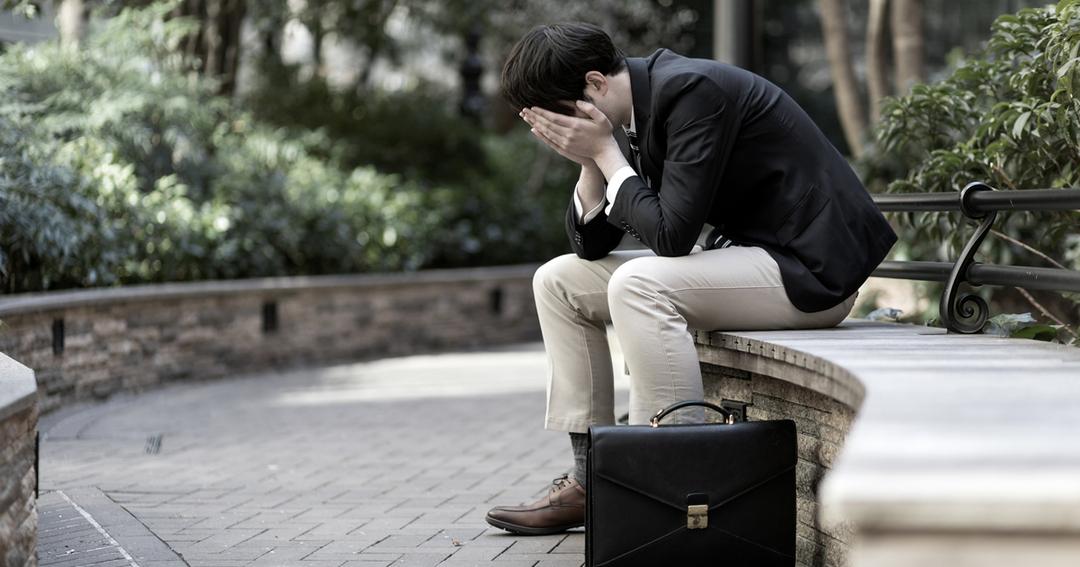 若年性認知症の無情、病苦の上に経済負担がのしかかる