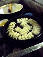 餃子と鉄鍋