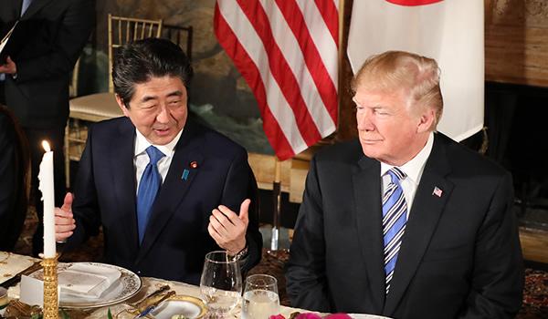 安倍総理 トランプ大統領夫妻と夕食会のようす