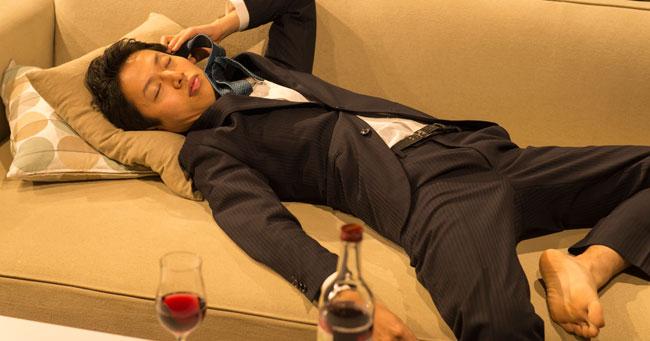 部下に酒を強要して病院送り!「アルハラ課長」に下った審判