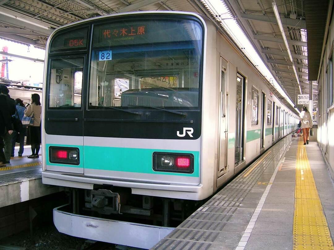 千代田線の電車