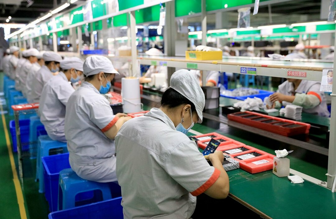 中国のスマホ工場の製造ライン