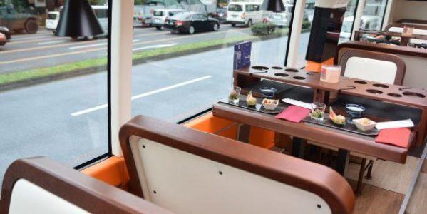 レストランバスの内部