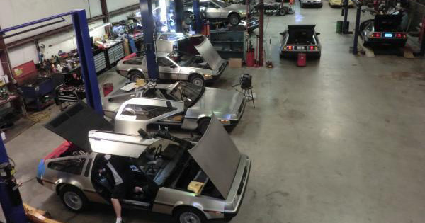 「バック・トゥ・ザ・フューチャー」でおなじみ名車デロリアンを電気自動車に改造して来年発売!EVコンバージョン・ビジネスの未来を探る