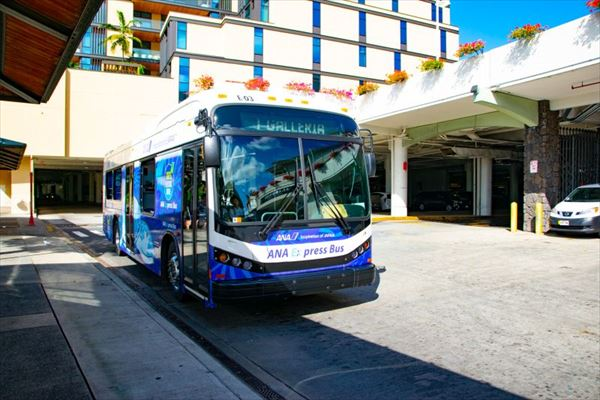 「ANAエクスプレスバス」の「ANAブルー」デザイン