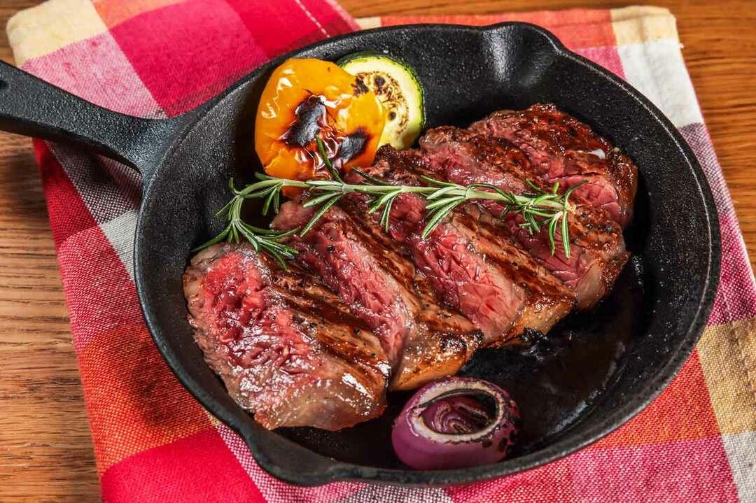 厚切りステーキはタンパク質も多いですが、資質も多いというデメリットがあります