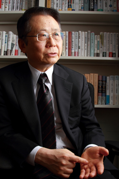 水野和夫氏が語る、終わりゆく資本主義の先頭に立った日本
