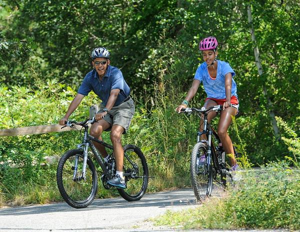 【秘蔵写真満載の新連載・第1回】<br />懸案山積もオバマ大統領2週間の夏休みへ <br />写真で振り返る歴代大統領のオフショット