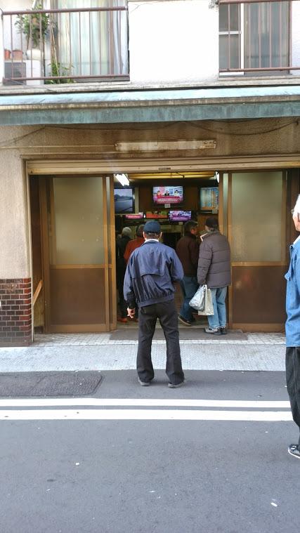 横浜・寿町、白昼堂々の違法賭博にヤクザが闊歩する異世界(上)