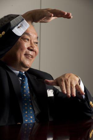 iPhone4をドコモ回線で利用可能に!<br />話題のベンチャー、日本通信の<br />三田聖二社長を独占インタビュー<br />「無線中心の次世代インターネットは<br />ここ日本から起こしたい」