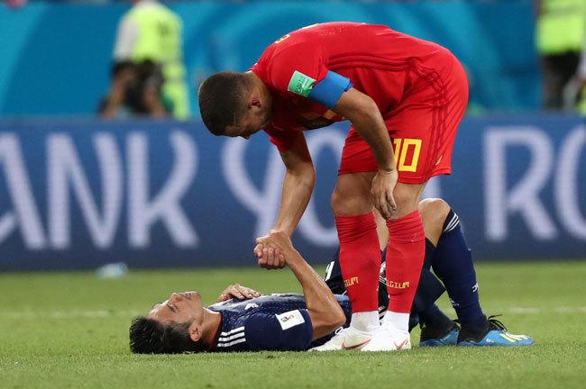 サッカーワールドカップ、日本対ベルギー戦での香川真司とエデン・アザール