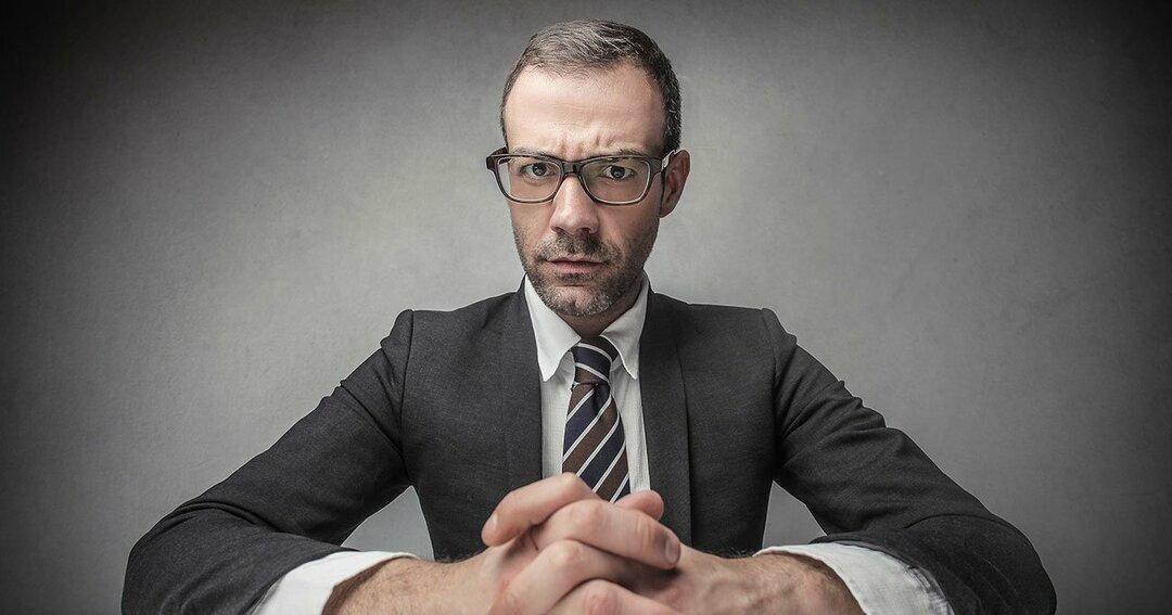 優しい上司と怖い上司、部下が伸びるのはどっち?