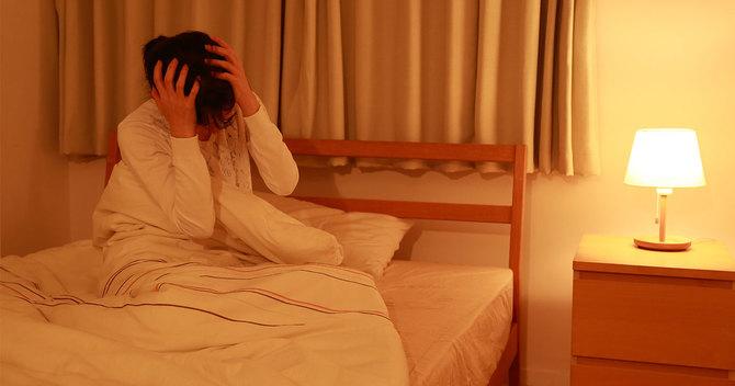 更年期不眠に悩む女性