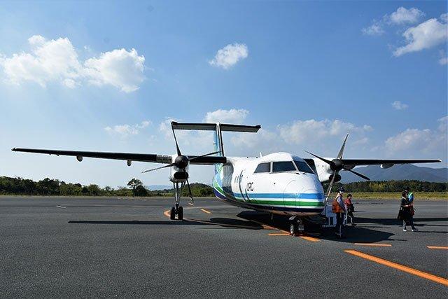 長崎空港からはオリエンタルエアブリッジのプロペラ機が運航