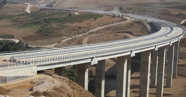 アルジェリアの高速道路工事現場