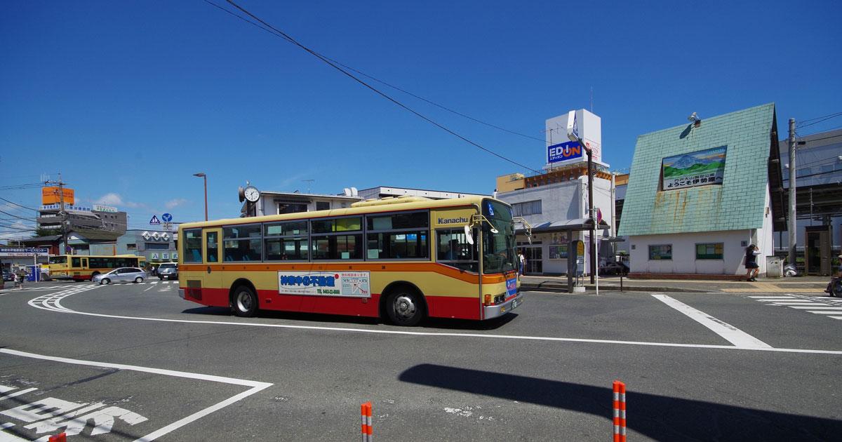 なぜバスの安全性は鉄道より後れているのか