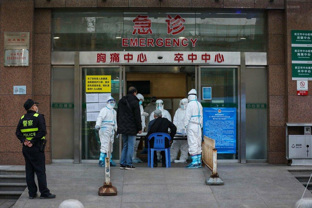 中国・武漢の病院前の様子