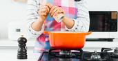 「塩分過剰で空腹感」の研究報告、高血圧どころかメタボに
