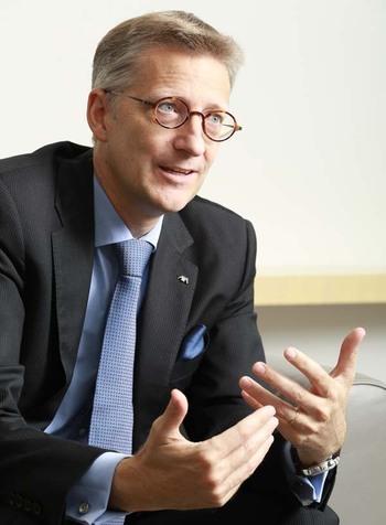 アクサ ジャパン ホールディング社長兼CEO <br />ジャン=ルイ・ローラン・ジョシ <br />成熟市場の日本でも成長は可能 <br />「就業不能保険」など新商品で攻める