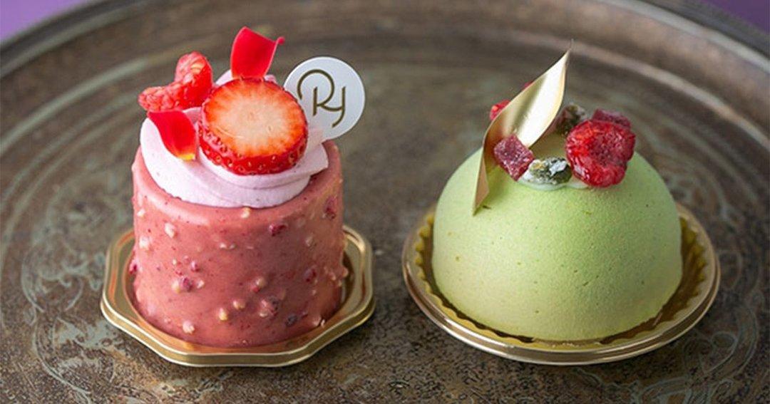 バラが香るムースと、ピスタチオのクリームが美しいケーキ