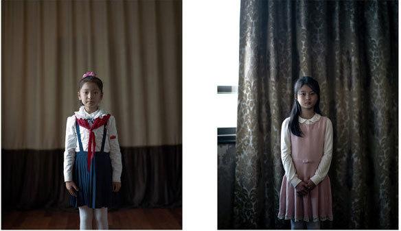 少女が佇む2枚の写真