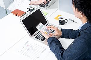 好業績なのにコスト削減、社員のやる気を削ぐ企業の問題点
