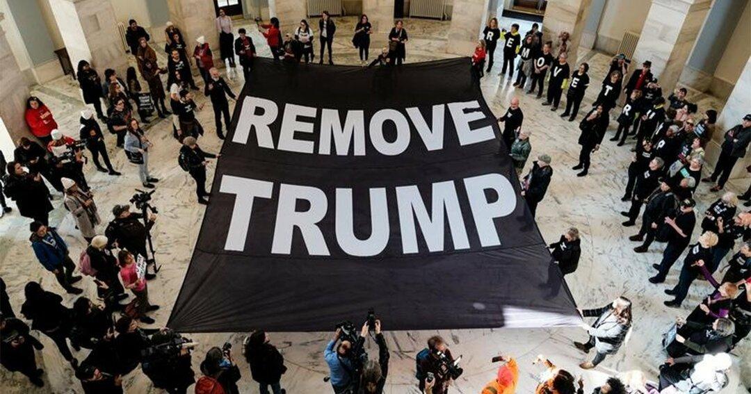 大統領の罷免を求める人々
