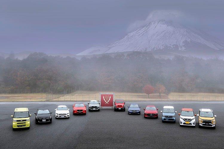 2019-2020日本カー・オブ・ザ・イヤーに選ばれた10ベストモデル(日産デイズと三菱eKクロス/eKワゴンで1モデル)。左からダイハツ タント、トヨタ カローラ、メルセデス・ベンツAクラス、ジャガーIペイス、トヨタ RAV4、ジープ ラングラー、BMW 3シリーズ、マツダ マツダ3、ホンダN-WGN、日産デイズ、三菱eKクロス