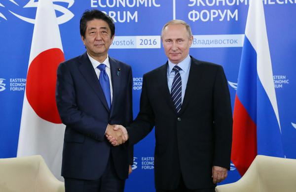 G20の前にウラジオストクで行った日ロ首脳会談で、今年12月のプーチン大統領の来日が決まった Photo首相官邸