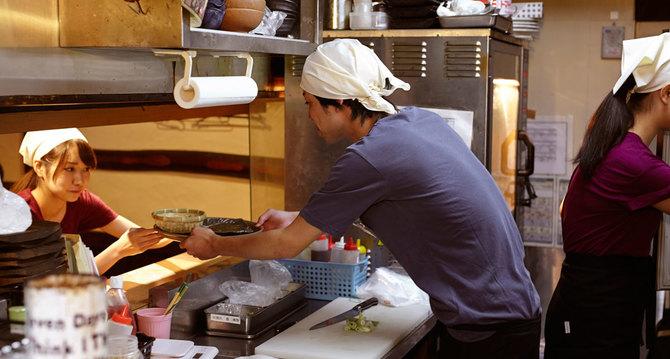 飲食業界は、従業員の健康診断実施率の低い職種の1つです。