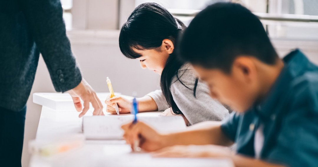 中国が「ゆとり教育」に突き進むワケ、塾禁止・宿題軽減に不安も続出