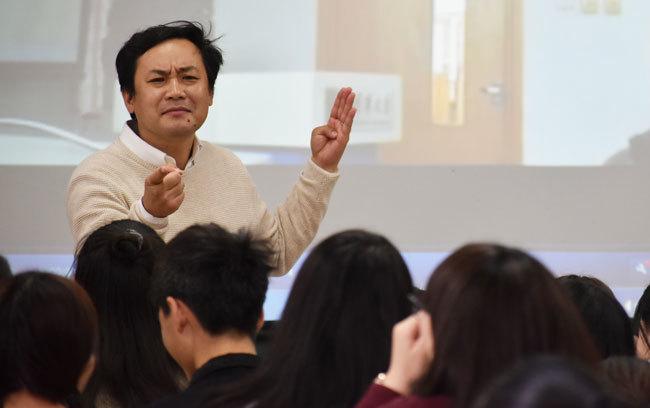 中国で熱血日本語教師として知られる笈川先生