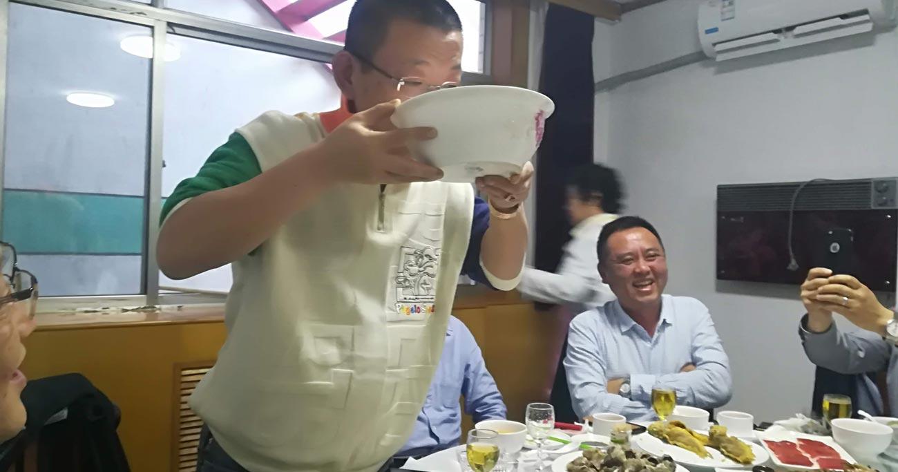 日本のヤクザマネーが救世主に、中国最大の和食チェーン急成長の秘密