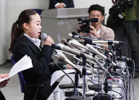 記者会見に臨む体操の宮川紗江選手
