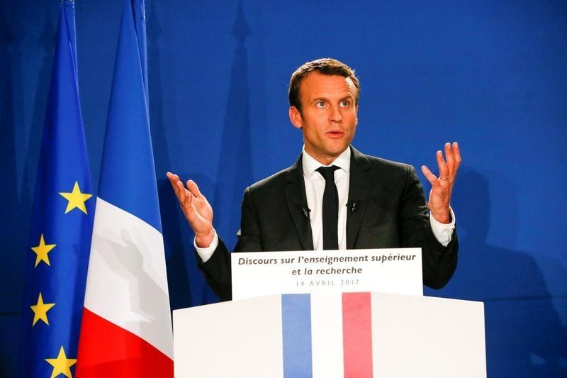 仏大統領選決選投票、マクロン氏64%でルペン氏に勝利=世論調査