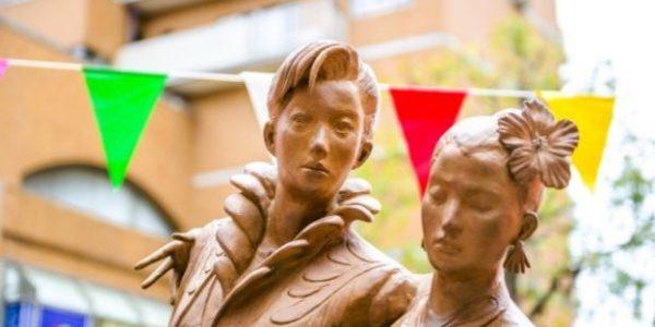 宝塚歌劇団の銅像