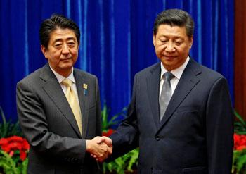 2014年11月の会談では、両首脳の表情は非常に硬かった