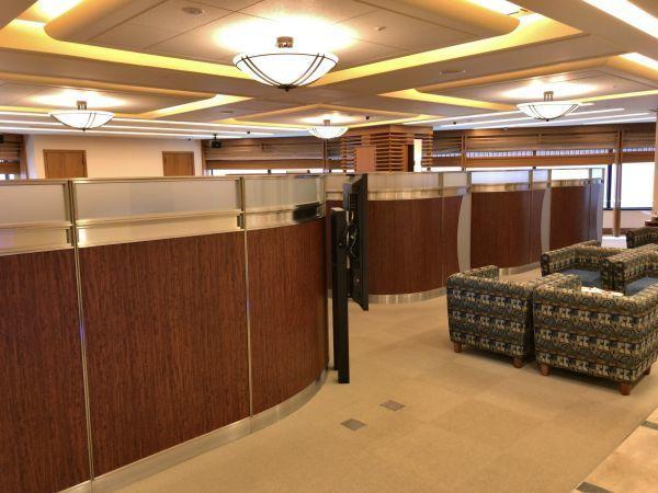 「プラチナセンター」の内部は半個室の席が多い