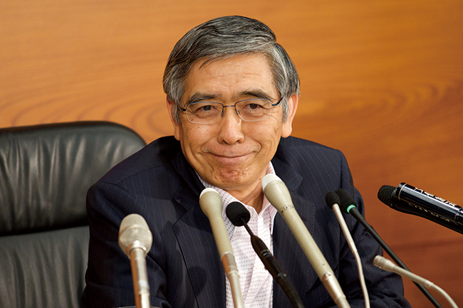 日銀黒田総裁あと1年、退任でも再任でも「出口」は見えず