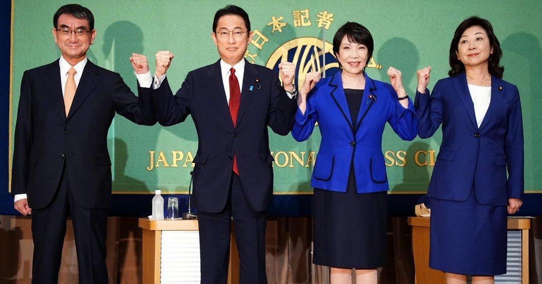 日本記者クラブで行われた討論会を前にポーズをとる河野氏、岸田氏、高市氏、野田氏
