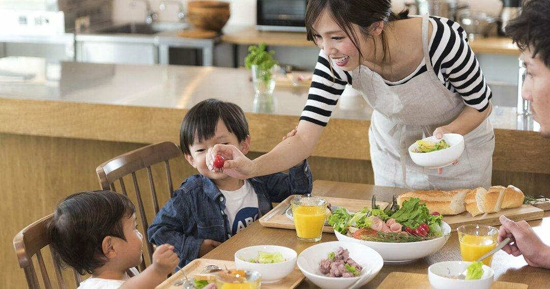 子どもがごはんを食べない!<br />スマホを使った効果的な方法とは?