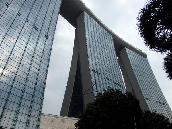 やがて日本も…アジアに空前のカジノブーム到来 <br />シンガポールでは客の圧倒的多数が大陸の中国人<br />――「マリーナ・ベイ・サンズ」カジノ見学記